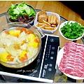 【蔬菜湯底豬肉火鍋】