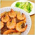 【鮮蝦粉絲煲。蒜炒高麗菜嬰】