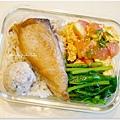【乾煎土馲魚。清炒波菜。蕃茄炒蛋】