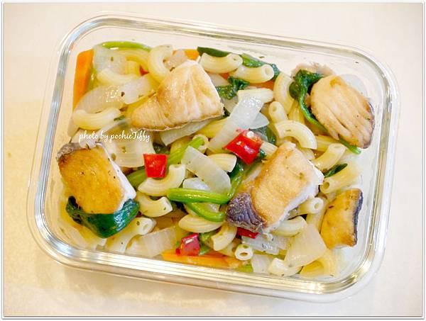 【土魠魚波菜洋蔥義大利曲麵】