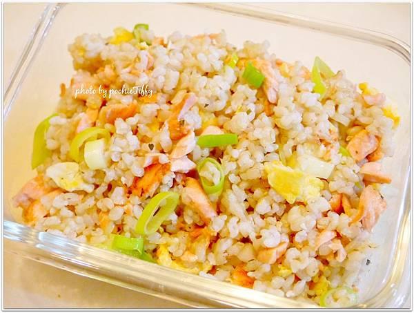 『鮭魚糙米蛋炒飯』