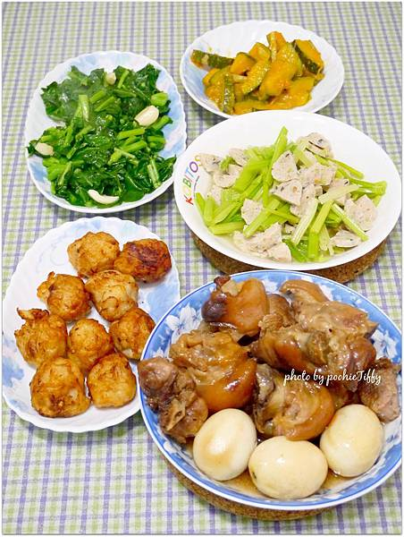 「炸花枝丸。滷豬腳。蔬菜魚丸炒芹菜。薑絲南瓜。清炒波菜」