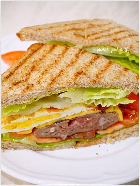 「牛肉漢堡蛋三明治」