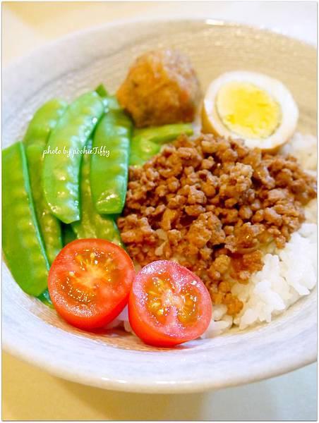 「肉燥飯-池上冠軍米/滷蛋/滷魚丸/清燙荷蘭豆/有機小蕃茄」