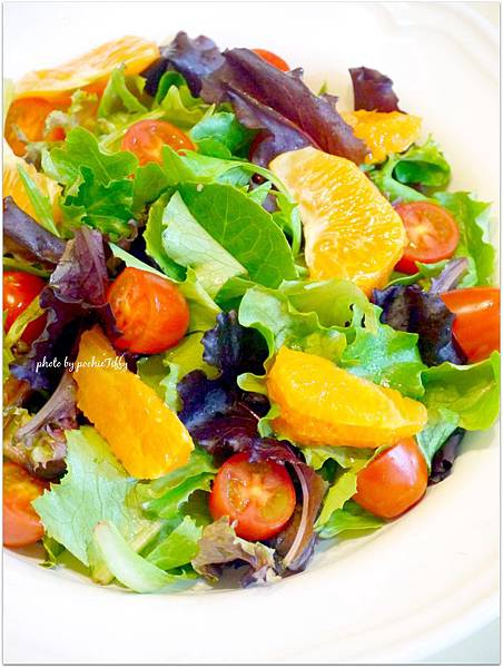 Tomato Orange Organic Spring Mix Salad dressing  with Sesame sauce  「柳橙檸檬綜合沙拉」