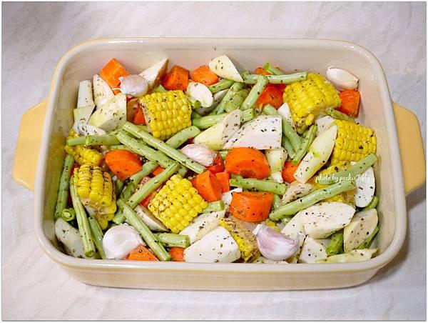 「義式香料烤蔬菜。烤去骨雞腿排」
