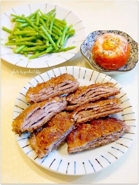 「香料雞蛋烤蕃茄盅。層層梅花炸豬排。清燙蘆筍」