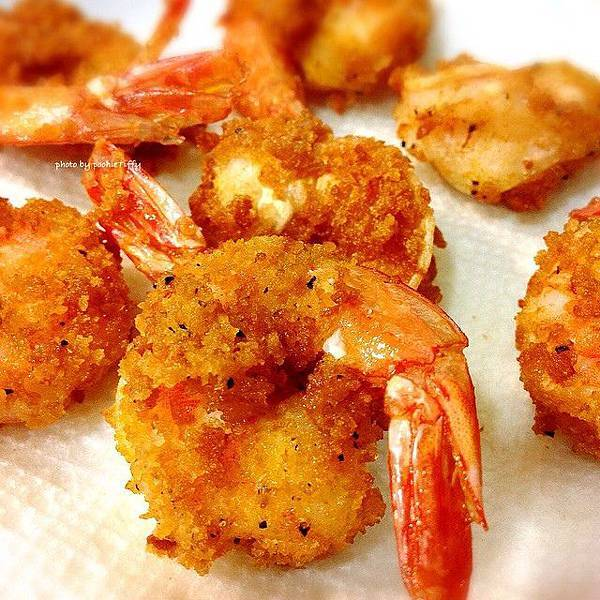 「黑胡椒炸蝦。蔬菜爪哇咖哩」