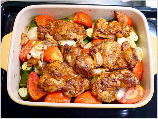 「Jamie Oliver紅椒烤雞排。烤時蔬」