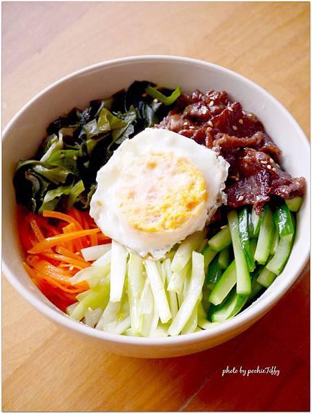 這是一個沒有泡菜,沒有辣醬的「韓式拌飯」 XD