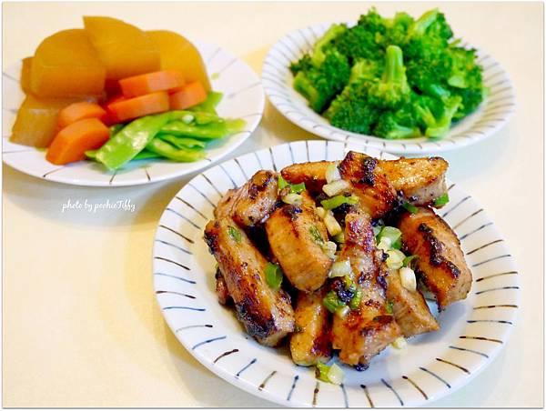 「醬烤松阪豬。清燙花椰菜。日式滷蘿蔔」