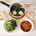 「蘭那辣味打拋豬。水炒空心菜。海帶芽大貢丸湯。糙米飯」