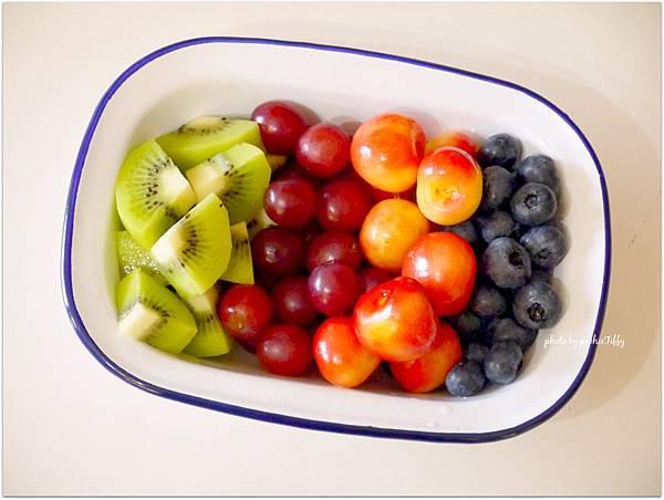 「藍莓%2F櫻桃%2F葡萄%2F奇異果」