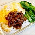 「黑滷肉汁。清燙青江菜。白酒蛤蠣。荷包蛋」