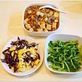 「木耳炒蛋。清炒莧菜。肉末燒豆腐」