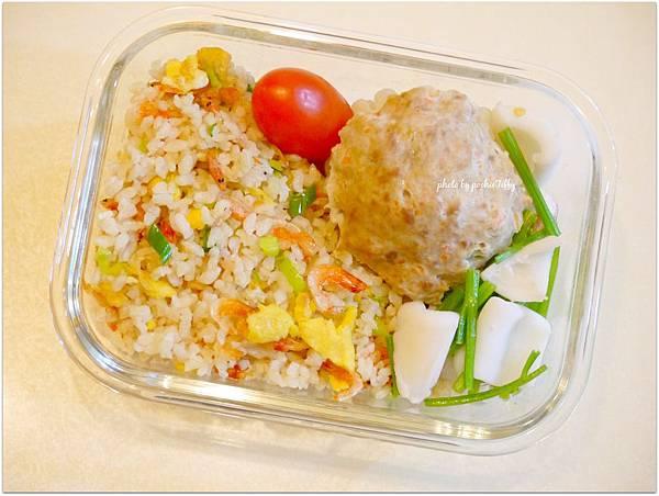 No.6 「苦瓜封。芹菜花枝。櫻花蝦糙米炒飯」