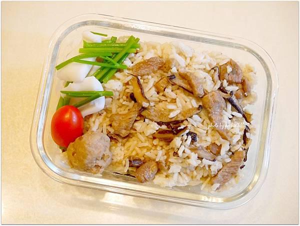 No.8 「芹菜花枝。蔭瓜肉丸子。阿母牌油飯」
