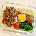 No. 9「肉燥飯。清燙油菜。滷蛋/滷蔬菜魚丸。清燙玉米筍」