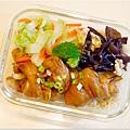 No.15「蒜頭燒雞。木耳炒蛋。清炒白菜。糙米飯」