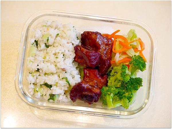No.20「上海菜飯。無錫排骨。清燙花椰菜。清炒高麗菜」