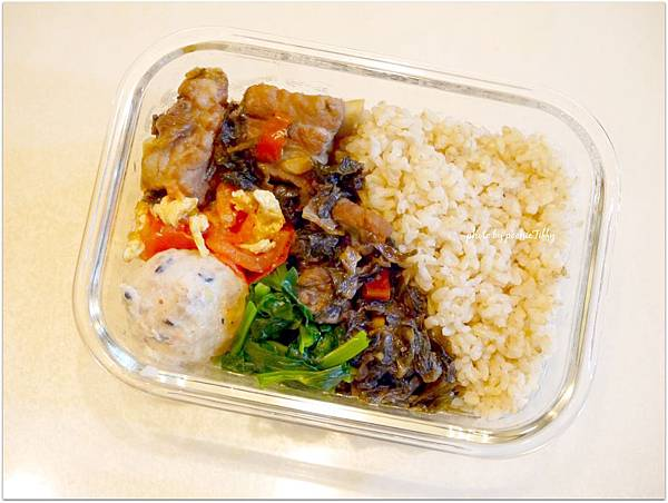 No.25「自製蔬菜魚丸。梅干排骨。蕃茄炒蛋。清炒高山豆苗。糙米飯」