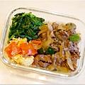 No.26「韓式洋蔥炒牛肉。蕃茄炒蛋。清炒高山豆苗。糙米飯」