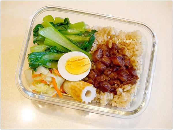 No.32「老滷肉燥。清炒高麗菜。清炒青江菜。糙米飯」