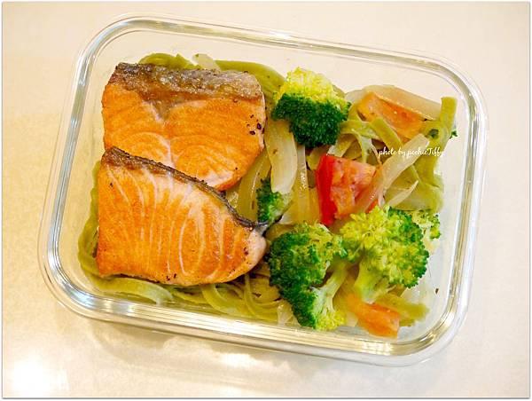 No.35「鮭魚波菜義大利寬麵」