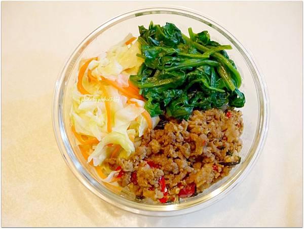 No.38「打拋辣豬肉。清燙波菜。清炒高麗菜。糙米飯」