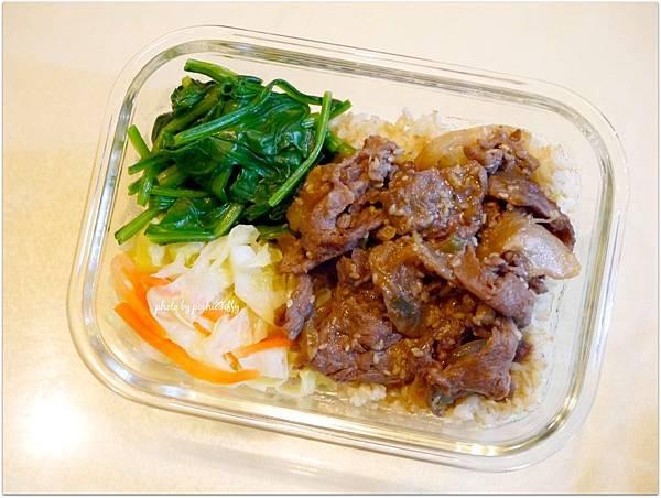 No.39「洋蔥炒牛肉。清燙波菜。清炒高麗菜。糙米飯」