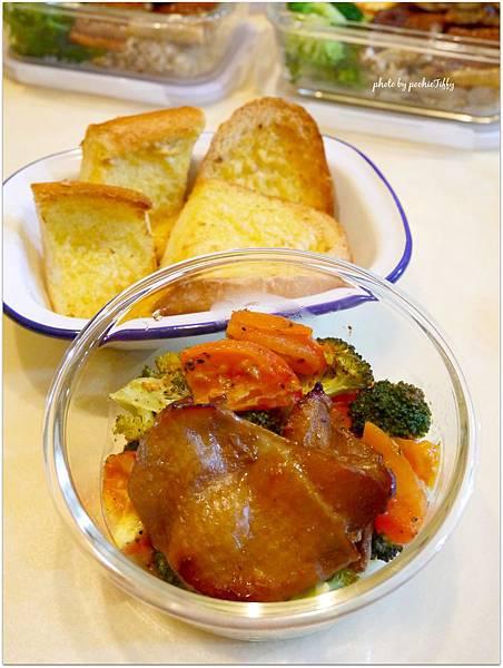 No.43「烤雞腿排/烤蔬菜。大蒜法國麵包」