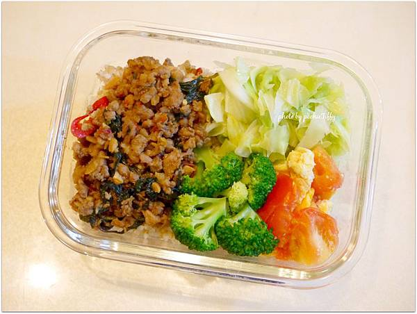 No.55「泰式打拋豬。清燙花椰菜。清炒高麗菜。蕃茄炒蛋」