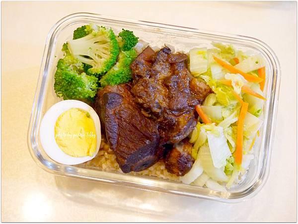 No.57「鎮江醋燒子排。清炒白菜。清燙花椰菜。水煮蛋」
