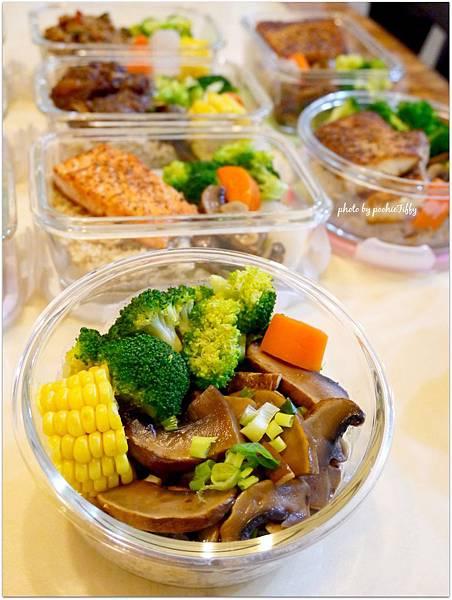 No.73「醬燒波特菇。清燙花椰菜。清蒸玉米。糙米飯」