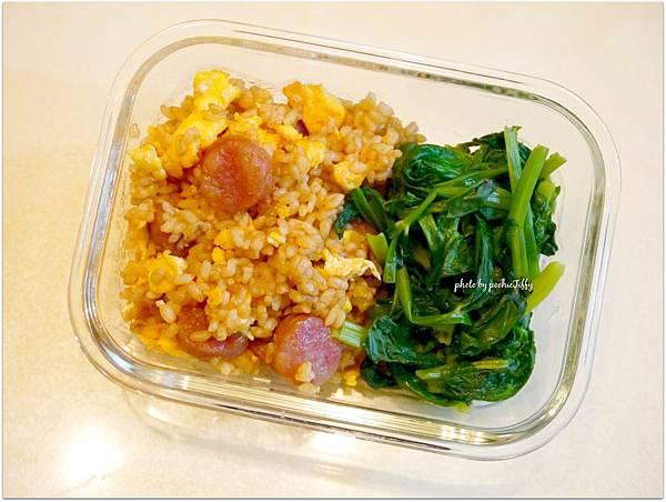 No.87「蕃茄香腸糙米蛋炒飯。清燙高山豆苗」