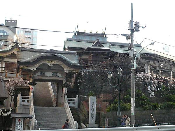 走往車站中的湯島天滿宮