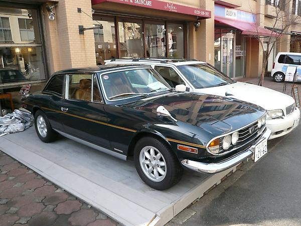 有家店在拍賣這台車, 感覺有點年代的說