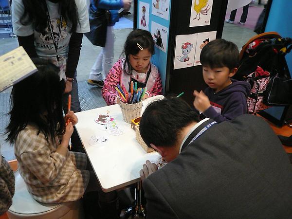 手塚的展場有親子DIY活動喔