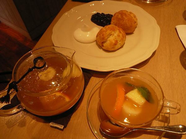 Afternoon tea - Scone+fruit tea