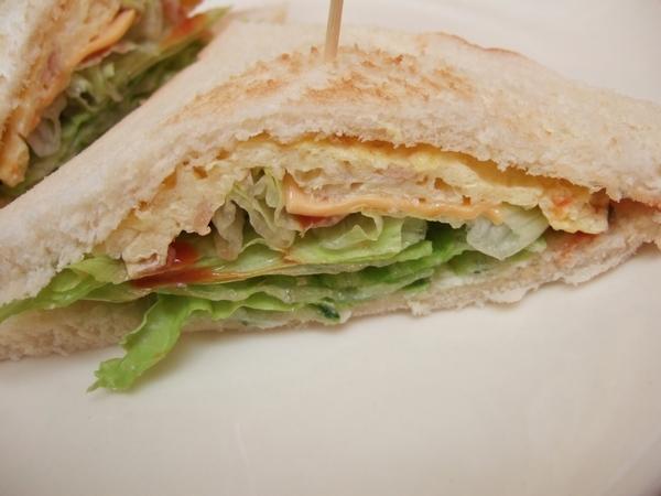 民宿老闆自己做的三明治