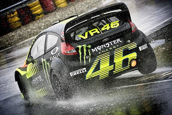 valentino-rossi-at-the-monza-rally-show-again-toni-cairoli-joins-the-fun-89359_1.jpg