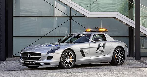 mercedes-benz-sls-amg-gt-is-the-official-safety-car-for-the-2012-formula-1-season_100402705_h.jpg