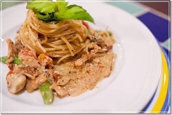 小惡魔奶油燻雞義大利麵-波西塔諾義式廚房-04-23286599