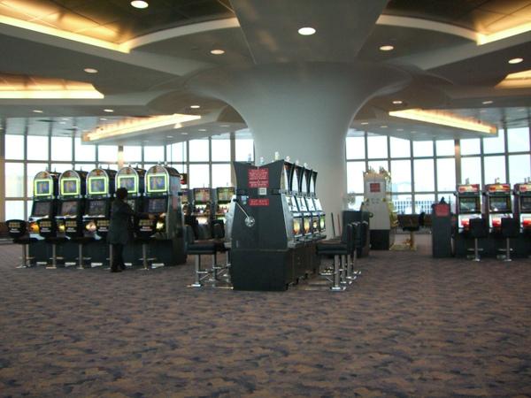 Vegas 機場都有賭具