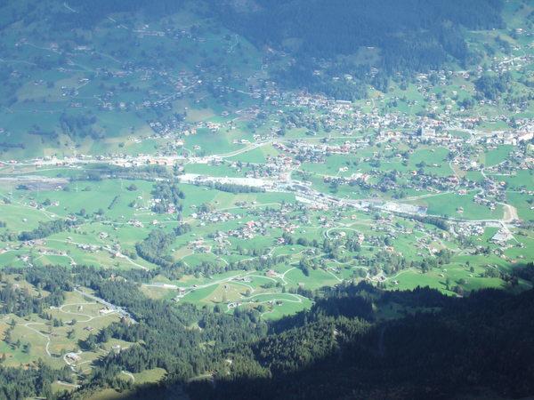 俯視山腳下的村落