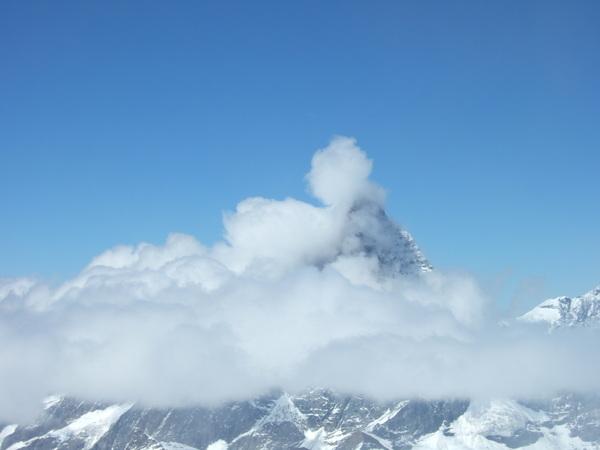 被雲霧遮住的馬特洪峰