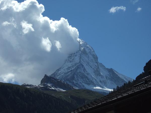 在山腳下看馬特洪峰