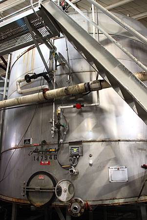 IMG_4054(Napa Valley第一個不銹鋼桶發酵槽).JPG