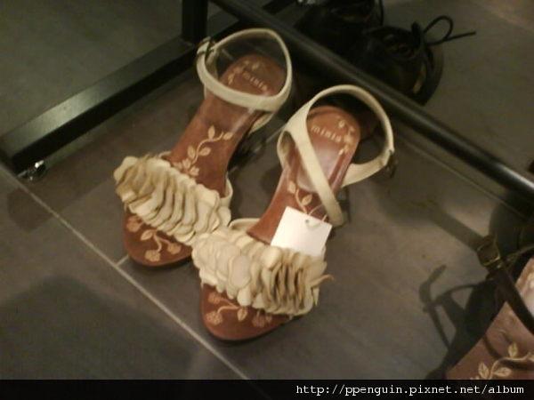 花辦涼鞋 全新 $1600