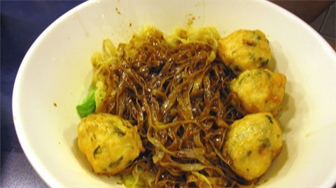 黑豉油撈粗麵+紫菜墨丸.jpg
